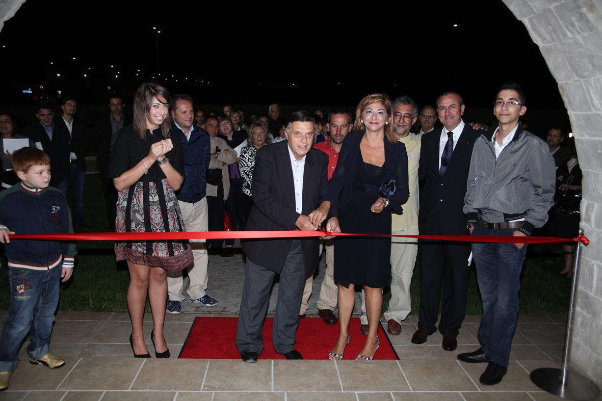 Taglio del nastro all'inaugurazione della nuova sede aziendale di MedHermes a Ragusa
