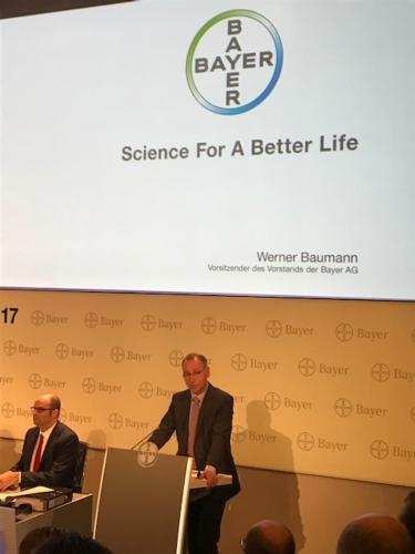 werner baumann durante la conferenza