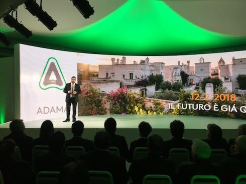Massimiliano Ziliani, responsabile Marketing di Adama Italia, presenta Brevis durante l'incontro di lancio su uva da tavola