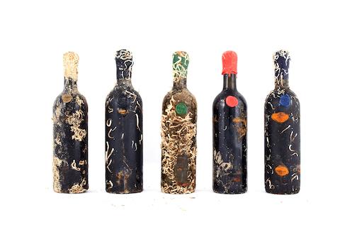 Ognibottiglia di vino presentai segni della sua permanenza subacquea