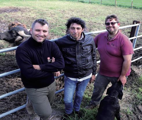 Da destra: Tommaso Lanna con i suoi alimentaristi di fiducia: Donato Chiumiento, consulente Purina®, e Stanislao Pellino della Concessione Purina® Emporio Marotta