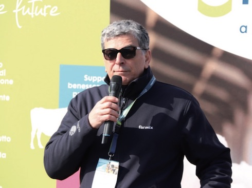 L'alimentarista dell'azienda Locatelli, Roberto Besani, ha illustrato ai partecipanti i risultati del lavoro portato avanti in azienda