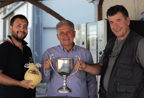 Da sinistra, Raffaele, Marcello e Aldo Di Ciommo con la Michelstown Cup