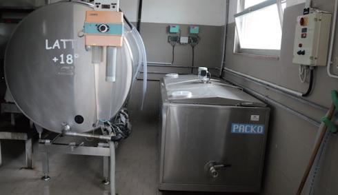 I due tank frigoriferi, uno per il latte delle Brune e uno per quello delle Reggiane