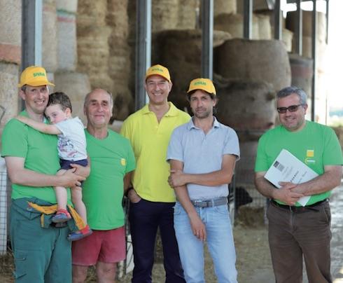 Da sinistra Michele Viazzani, suo figlio Filippo, lo zio Francesco e lo staff Sivam che segue l'azienda: Franco Gerevini, Paolo Pincolini e Flavio Spelta
