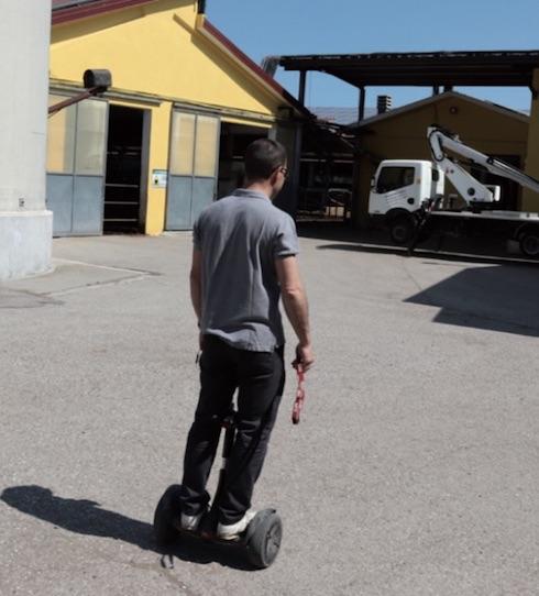 Mirko usa le nuove tecnologie anche per muoversi rapidamente da un punto all'altro della stalla