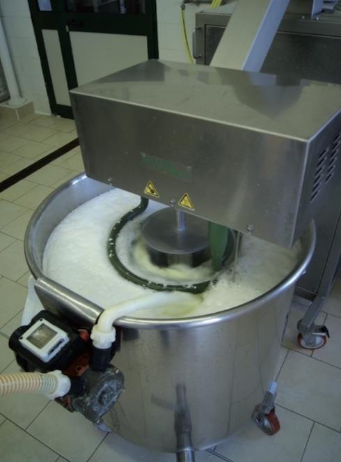 Polyfood offre la possibilità di trasformare anche piccole quantità di latte e di eseguire contemporaneamente diverse lavorazioni