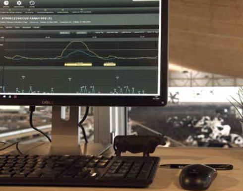 Smartbow, un concentrato di tecnologia a disposizione dell'allevatore. Tutte le informazioni generate dal sistema auricolare sono veicolate su computer, smartphone o tablet e immediatamente disponibili da parte dell'allevatore o del veterinario aziendale