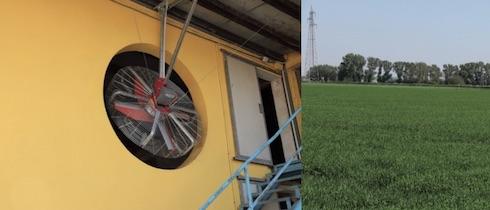 A sinistra: per Mirko il raffrescamento diretto delle vacche è una priorità, e anno dopo anno investe nell'acquisto di nuovi ventilatori sempre più efficaci. A destra: i terreni aziendali sono coltivati in larga prevalenza a miscugli foraggeri per l'insilamento, in doppio raccolto