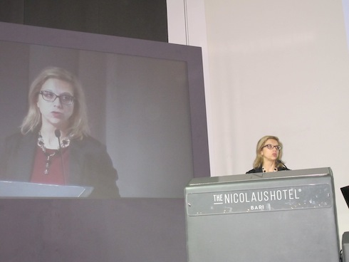 Monica Garbarino di Federchimica ai Forum di medicina vegetale di Bari, anno 2017