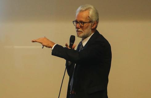 Angelo Moretto, Direttore di ICPS, durante la sua presentazione presso il Centro sociale di Fregona (TV)