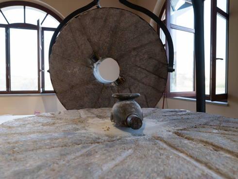 Ecco la macina del mulino a pietra di San Floro, in Calabria.