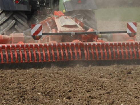L'erpice rotante HR6040R della Kuhn in azione