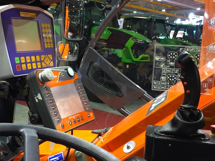 Kuhn SPV Power in cabina