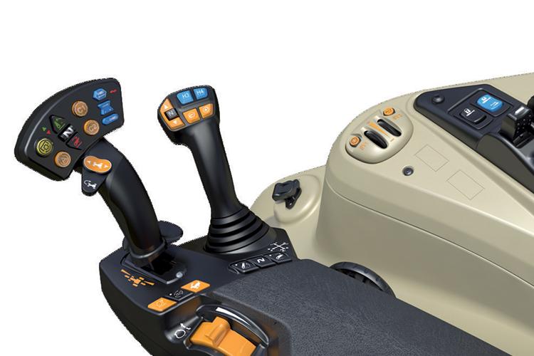 La leva Multipad controlla il sollevatore posteriore, la PDF, la gestione delle operazioni a fine campo, i distributori ausiliari e il controllo della velocità, azionando inoltre la trasmissione.