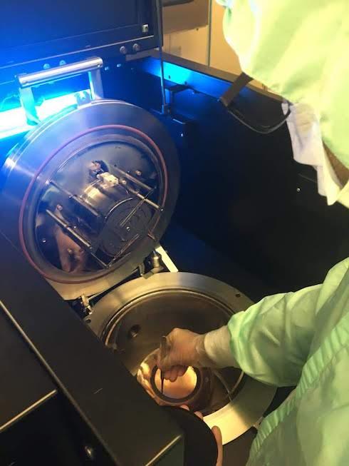 Estrazione del foglio di biografene dalla camera di reazione
