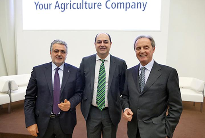 Da sinistra: Francesco Postorino, dg di Confagricoltura, Marco Mazzaferri direttore di Agco corporation e Aproniano Tassinari, presidente di Uncai
