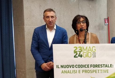 L'ambasciatrice dell'Uganda Mumtaz Kassam e Andrea Sisti all'assemblea Conaf di Palermo