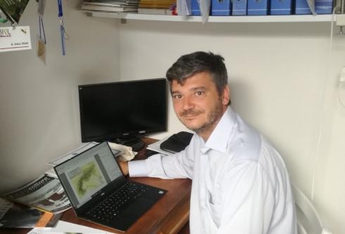 Raffaele Dall'Olio nel suo studio