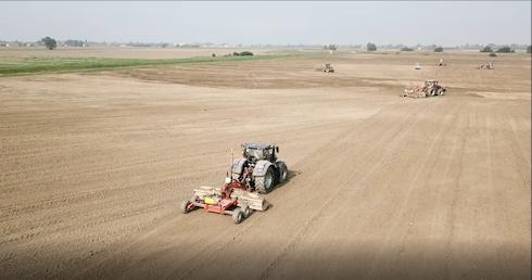 Le operazioni di livellatura dei terreni a Bondeno