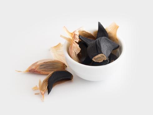 Aglio nero prodotto da aglio bianco di Voghiera Dop fermentato