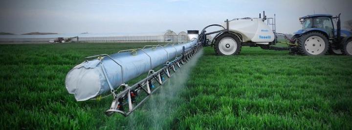 Irroratrici per colture erbacee dotate di manica d'aria