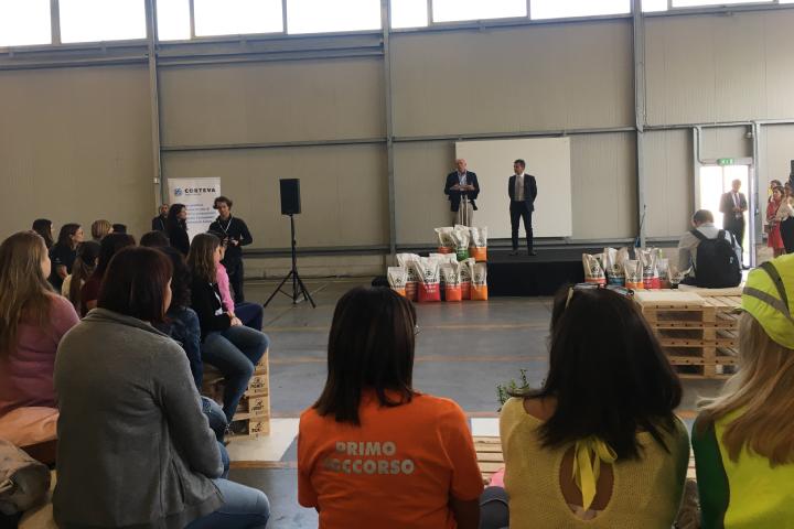Sul palco Primo Bragalanti, country manager di Corteva, e Gabriele Righetti, production location manager di Pioneer