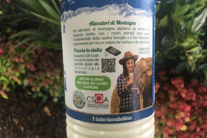 QRcode su una bottiglia di latte