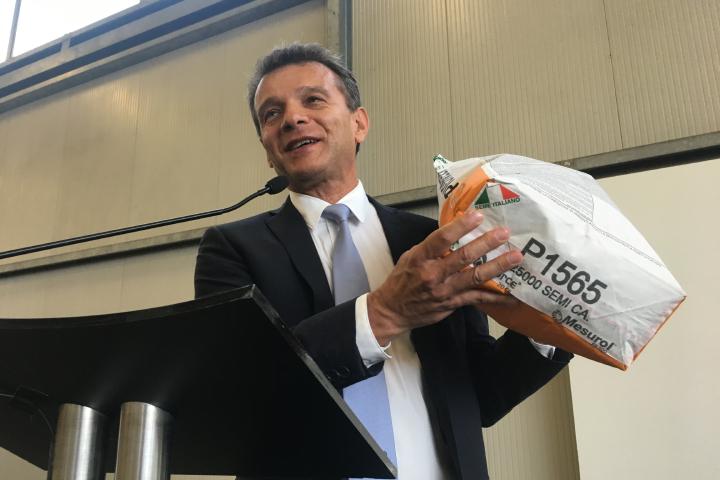 I sacchi contenenti sementi prodotte in Italia riportano la bandiera italiana