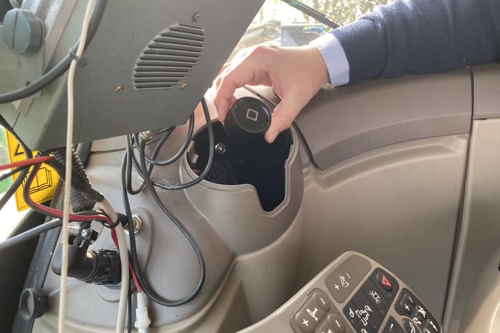 Climate FieldView Drive puòessere montato direttamente in cabina