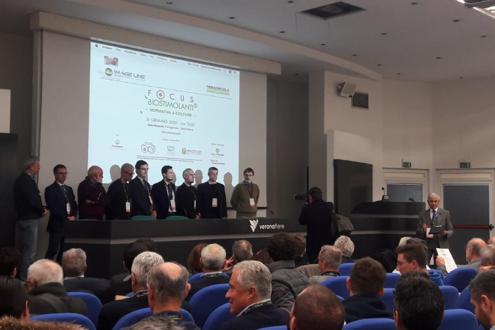 Tutti i relatori del convegno presenti sul palco