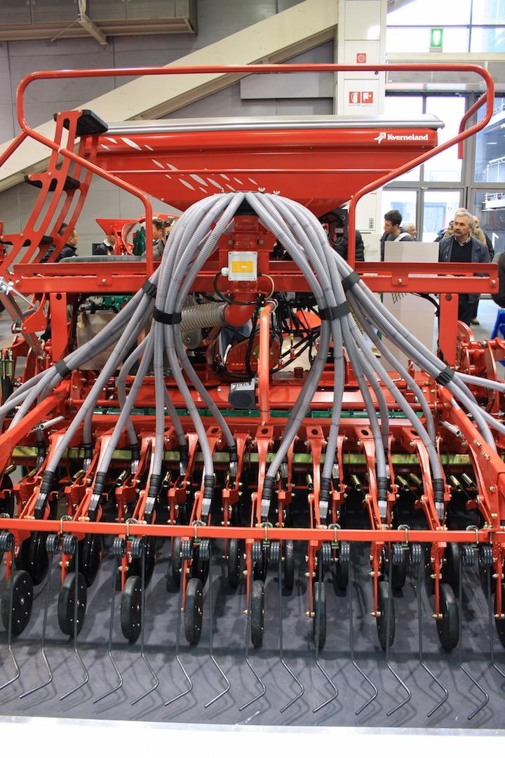Il serbatoio della seminatrice Kverneland E-Drill ha una capienza di 2.000 litri