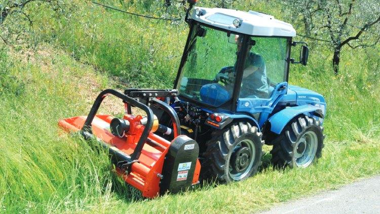 L'Invictus K600 lavora in sicurezza sia su terreni pianeggianti che su pendenze elevate