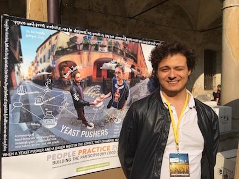 Un artista italiano ha immortalato lo 'spaccio' di lievito madre a Bologna