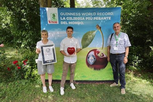 Salvi Vivai è nel Guinness world record per la ciliegia più pesante al mondo