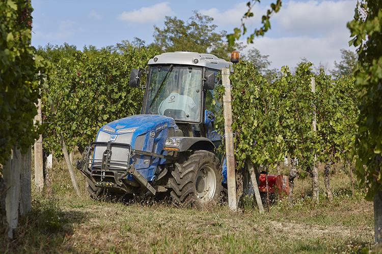La conformazione della cabina permette ai trattori BCS di muoversi con disinvultura tra le fronde della vegetazione senza arrecarvi danno