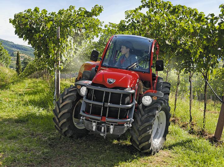 Antonio Carraro TGF 10900 ideale per diverse attività in vigneto e frutteto