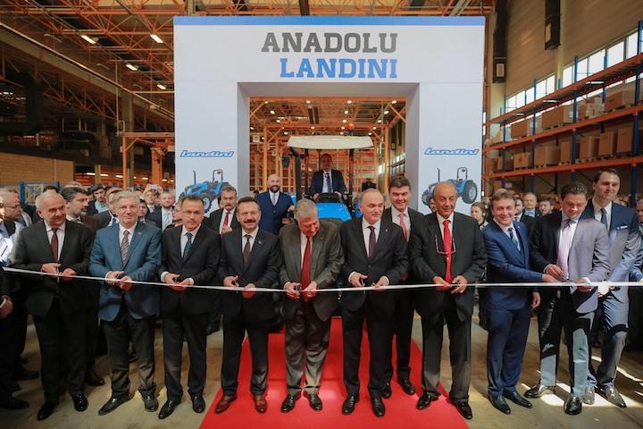 Un momento dell'inaugurazione della nuova sede Anadolu-Landini