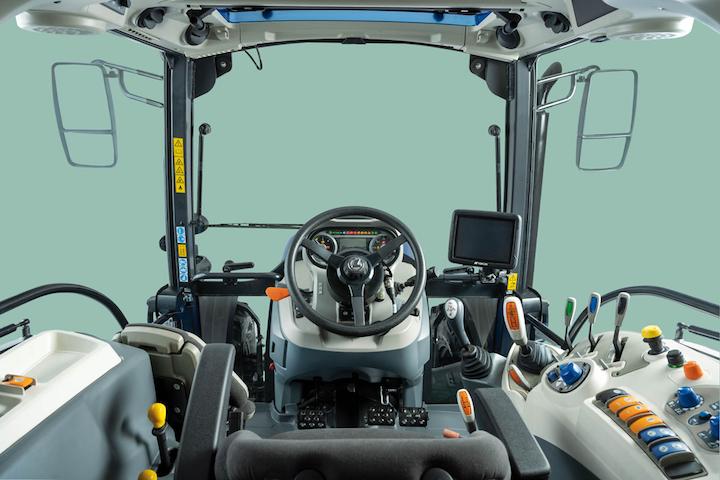 Cabina multiaccessoriata e high tech sui modelli Landini Serie 5