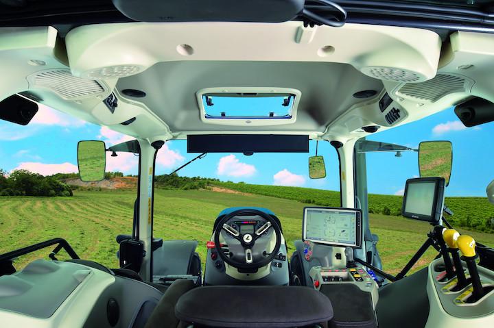 Visibilità e comfort assicurati con la Lounge Cab dei Landini Serie 7