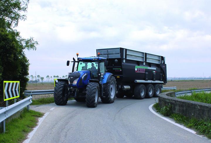 Landini Serie 7 con trasmissione Robo-Six su strada