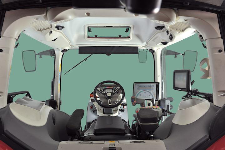 Interni della cabinaPremière Cab del McCormick X8 VT-Drive