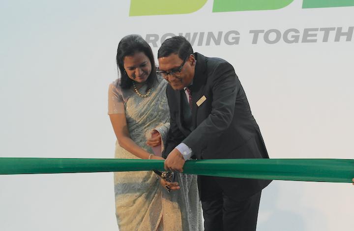 Vijaylaxmi Poddar  e Arvin Poddar inaugurano la nuova sede EU BKT