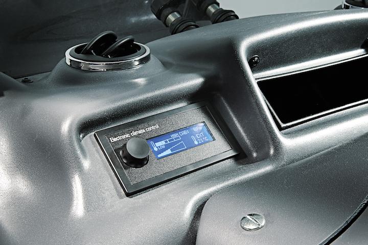 Dispositivo Electronic climate control nella plancia della cabina BCS Compact Airtech