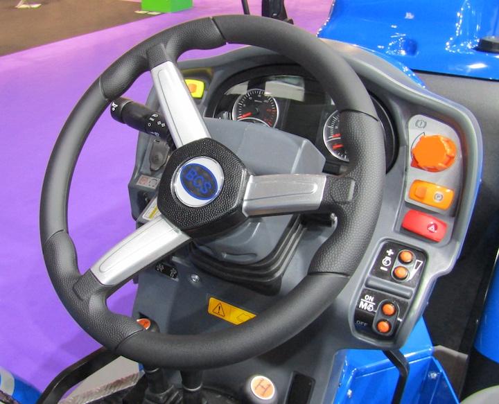 Comandi e volante del modello BCS Volcan L80 AR