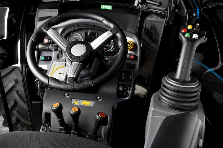 Joystick multifunzione a comando elettronico proporzionale sui trattori BCS
