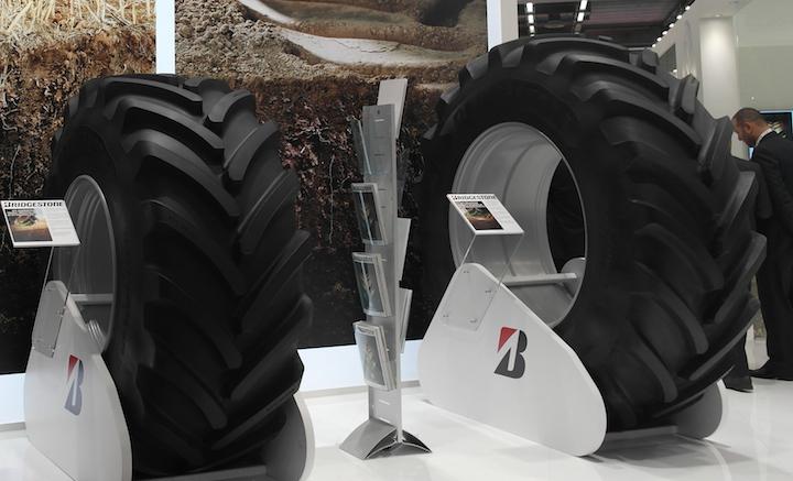 Pneumatici Bridgestone VT Combine (a sinistra) e VT Tractor(a destra) ad Eima 2018