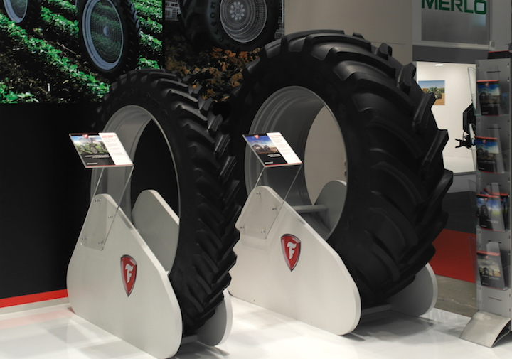 Pneumatici Firestone Performer 95 (a sinistra) e Maxi Traction 65 (a destra) ad Eima 2018