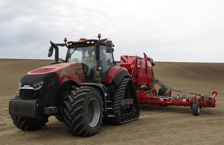 Case IH Magnum 380 AFS Connect in campo
