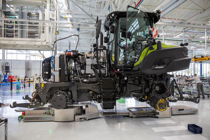 Agvper il trasporto dei trattori Claas nel sito di Le Mans